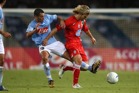 图文:意大利杯尤文图斯遭淘汰 内德维德遭暗脚