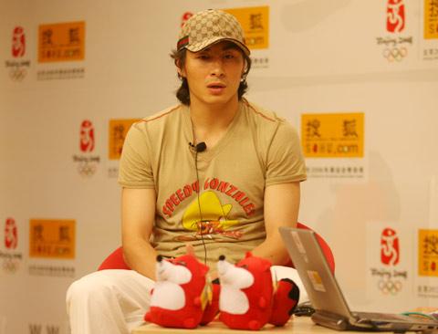 图文:李玮峰做客搜狐体育聊天 谈及个人未来