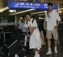 世锦赛图:中国男篮返京 姚明刘炜走出机场