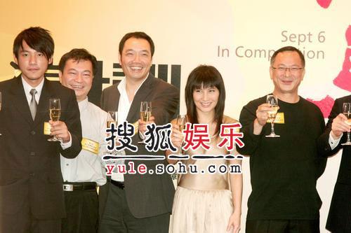香港电影代表祝捷酒会 冯小刚将赴威尼斯(图)
