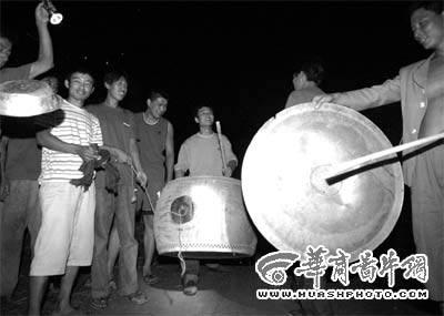 """沈阳东陵发现老虎踪迹 记者夜寻""""虎踪""""(组图)"""