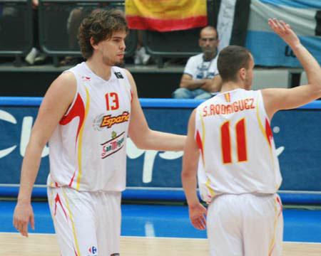 世锦赛图:西班牙VS立陶宛 罗德里格斯庆祝得分