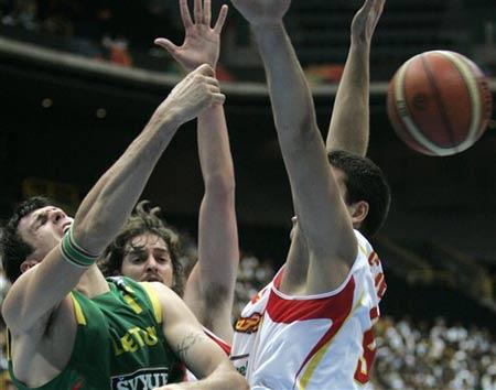 世锦赛图:西班牙VS立陶宛 拉夫里诺维奇受挫