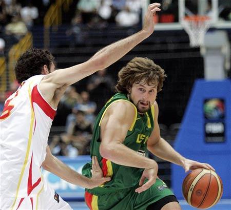世锦赛图:西班牙VS立陶宛 马尔乔斯卡斯进攻