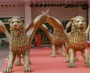 金狮雕像熠熠发光第63届威尼斯电影节