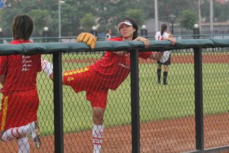 图文:女垒世锦赛中国VS新西兰 吕伟赛前热身