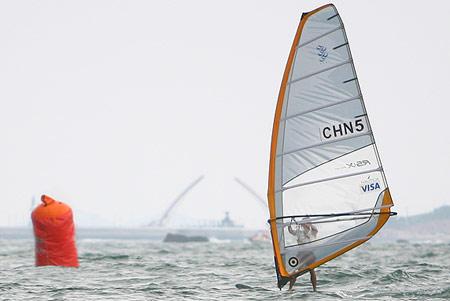 图文:男子帆板中国席卷奖牌 方镇南摘金