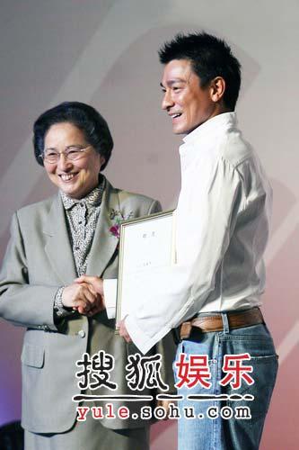 刘德华为公益现身北京 自爆曾是肝炎患者(图)