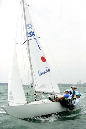 图文:青岛帆船赛 中国男子尼尔级帆板摘金夺银