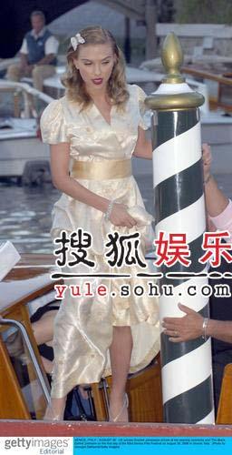 第63届威尼斯电影节:斯佳丽-约翰森大秀美腿