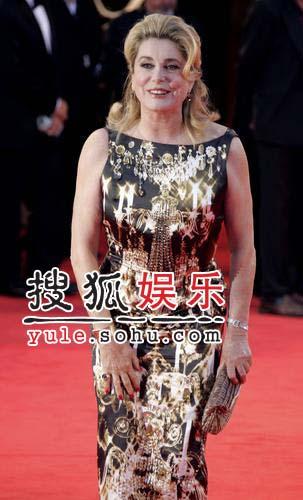威尼斯电影节:女星凯瑟琳-德纳芙气质高贵