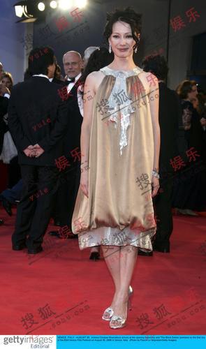 评委楚潘-哈玛多娃蛋型蓬裙装尽显俏皮本色