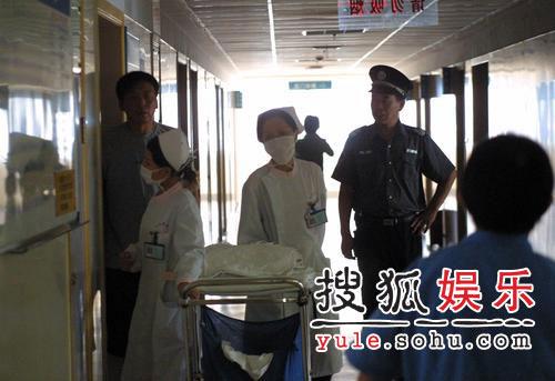 胡歌遇车祸入院抢救 面部缝十针警备森严(图)