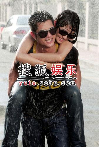 郭富城台湾拍MV 雨水中抱心如展现浪漫(组图)
