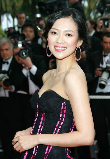 中国明星比拼女星GaiaBermani暴奶装