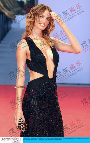 威尼斯开幕式红毯综述:时尚大牌轮番PK