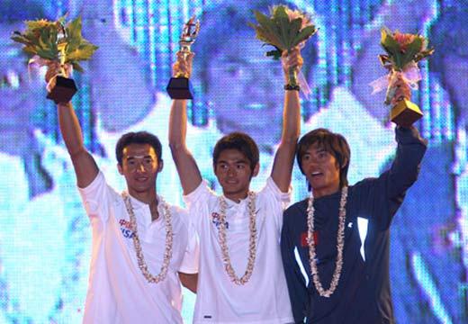 图文:青岛国际帆船赛颁奖仪式 男子帆板x级