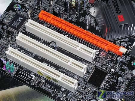 提供独立PCI-E显卡插槽