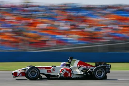 蒙扎三日试车马萨再度称雄 巴顿遭遇高速事故