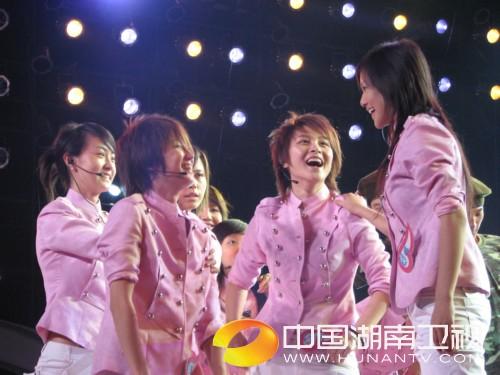 组图:2006超级女声总决赛 10进8彩排