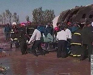 伊朗客机火势已被控制 机组人员无人遇难(组图)