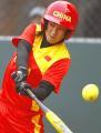 图文:中国女垒击败加拿大队 辛敏红击球