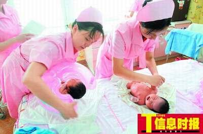 妈和儿子性交的故事_医护人员建议小妈妈,就算有老人帮忙,也应学会照顾宝宝的技巧.