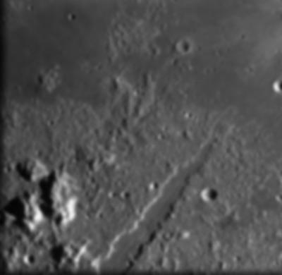 图文:SMART-1号拍摄的月球阿尔卑斯山