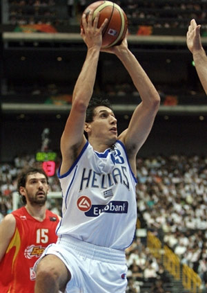世锦赛图:西班牙VS希腊 迪阿曼迪斯冷静投篮