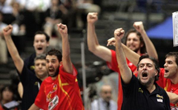 世锦赛图:西班牙VS希腊 西班牙替补席激情四射