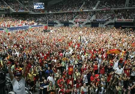 世锦赛图:西班牙大胜希腊 西班牙球迷的海洋