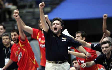 世锦赛图:西班牙夺冠 教练赫尔南德斯激情四射