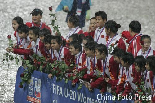 图文:女足世青赛中国0-5朝鲜 女足姑娘获亚军