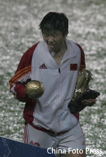 图文:女足世青赛中国0-5朝鲜 马晓旭获大奖
