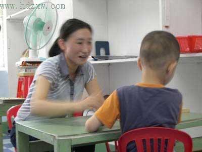 自闭症儿童康复训练后第一声爸爸让父亲落泪(图)