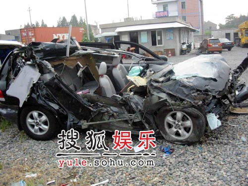 《娱乐乐翻天》视频:胡歌遭遇车祸现场直击