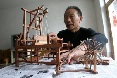 六旬木匠造纺车,织布机,土坯模模型(图)图片