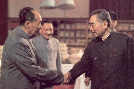 毛泽东与周恩来的最后一次握手(图)