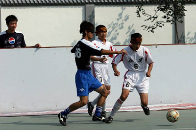 """百事组织""""响铃足球""""赛 帮助盲童享受足球快乐"""
