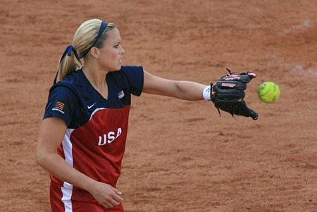 图文:女垒美国迎战澳大利亚 珍妮-芬琦比赛中