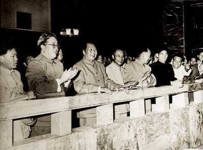 毛泽东第一次看到新中国的火车票(组图)
