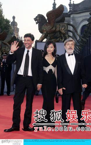 《迷失之星》首映 中国演员周婷清纯甜美(图)