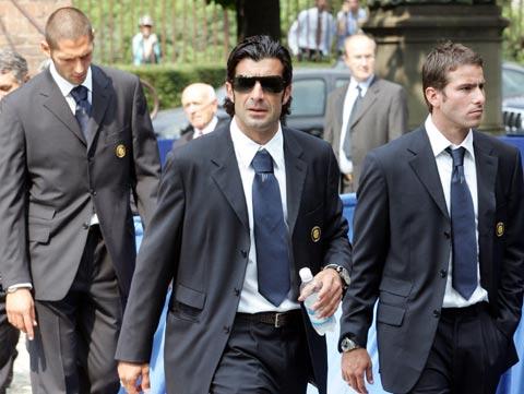 图文:法切蒂葬礼在米兰举行 菲戈马特拉齐出席