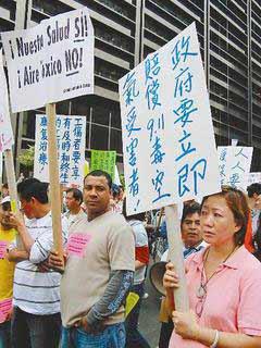 911毒害遭漠视 200华裔世贸遗址前示威索赔(图)