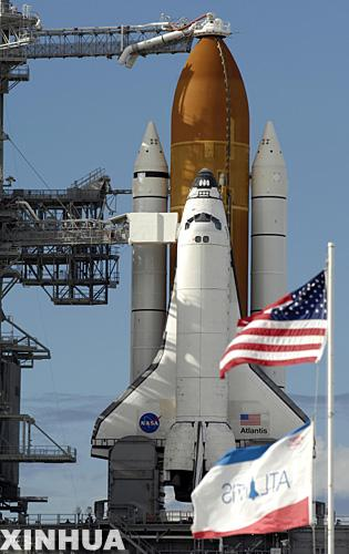 图:亚特兰蒂斯号航天飞机进入发射位置