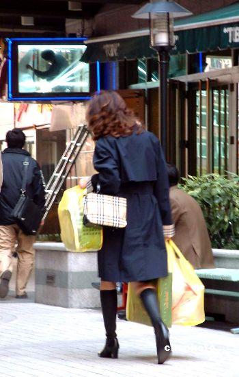 女白领患上购物强迫症