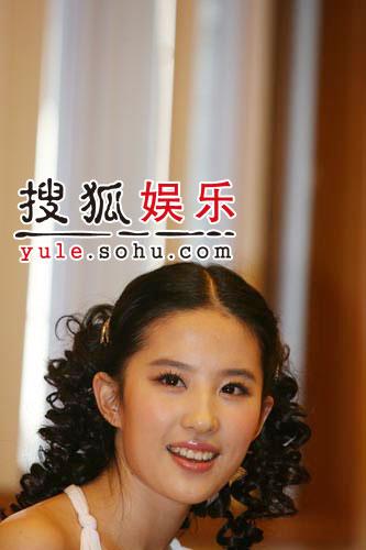 图:刘亦菲线上音乐会受访照片(6)