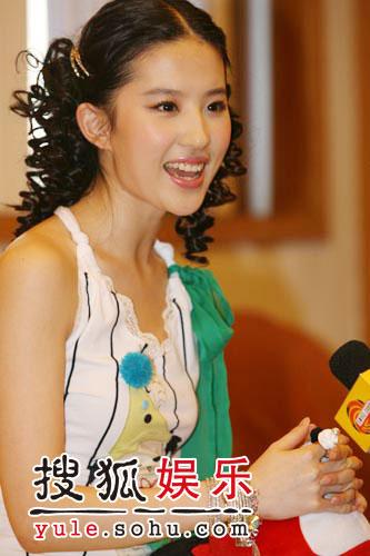 图:刘亦菲线上音乐会受访照片(7)