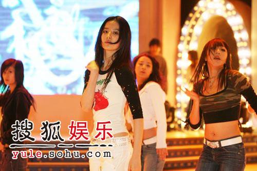 图:刘亦菲线上音乐会彩排照片(7)
