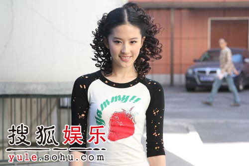 图:刘亦菲线上音乐会彩排照片(8)